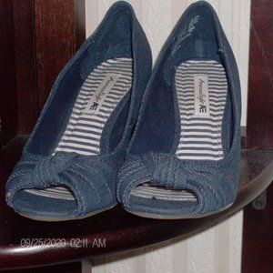 blue jean american eagle wedges